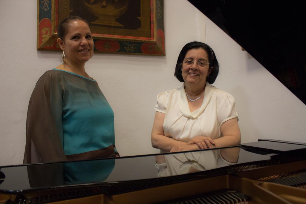 La periodista Dolores Hernández y la entrevistada Rosario Álvarez