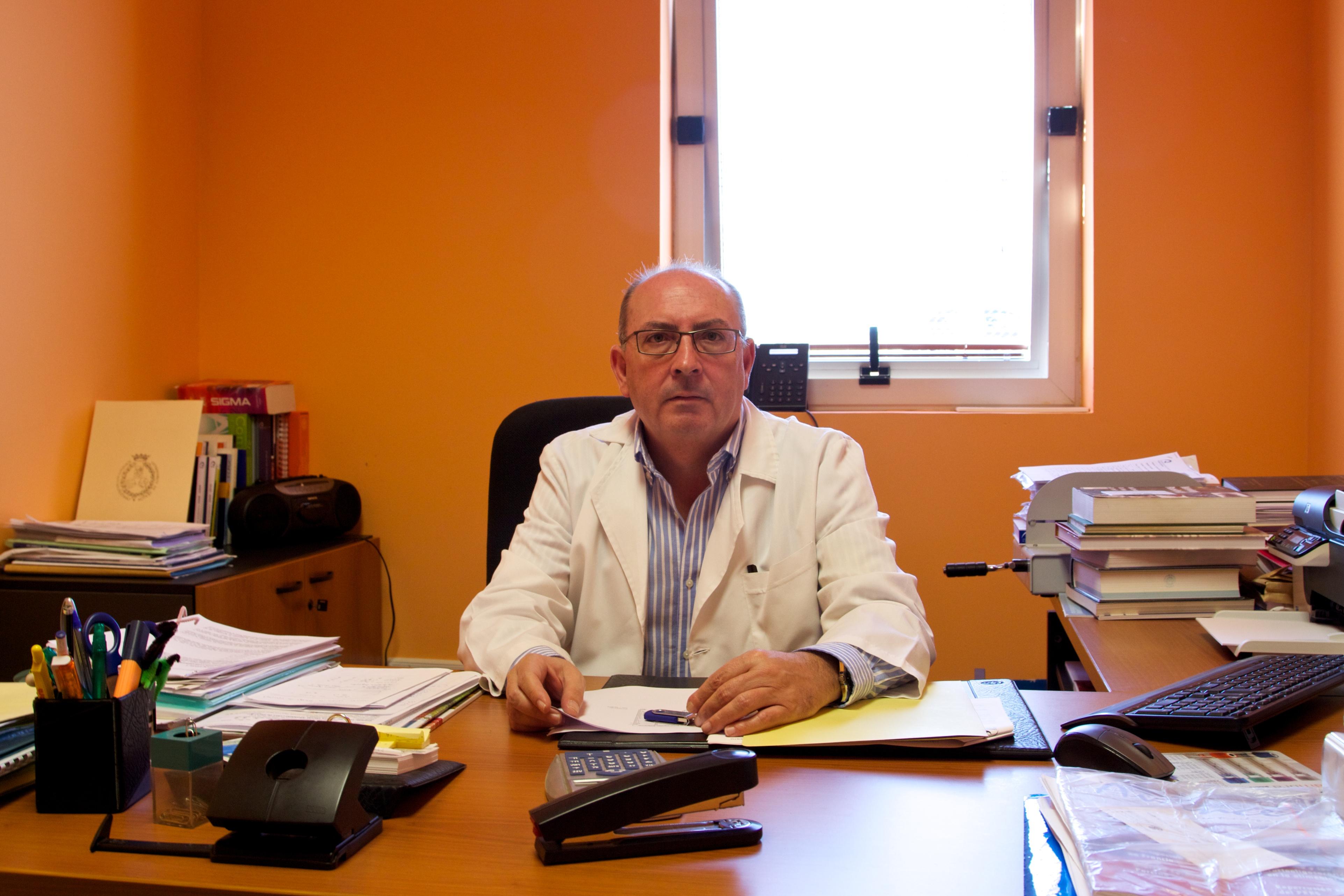 JOSÉ M. MOLINA CABALLERO, CATEDRÁTICO DE VETERINARIA